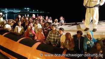Sorge in Rom: Mehr als 2000 Bootsmigranten kommen auf Lampedusa an