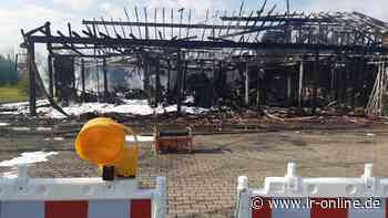 Feuerwehreinsatz Guben: Gebäude einer Firma für Landwirtschaftsmaschinen abgebrannt - Lausitzer Rundschau