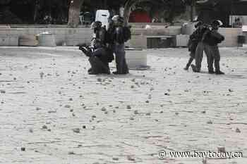More than 300 Palestinians hurt in Jerusalem holy site clash