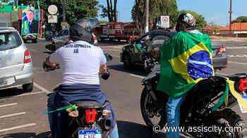 Carreata pró Bolsonaro reúne centenas de carros em Assis Grupo se reuniu nas proximidades da Unesp - Assiscity