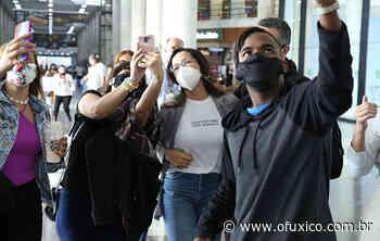 Juliette recebe carinho dos fãs em aeroporto no Rio de Janeiro - Ofuxico