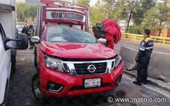 En CdMx, camioneta con verdura sufre accidente y causa cierre en Río San Joaquín - Milenio