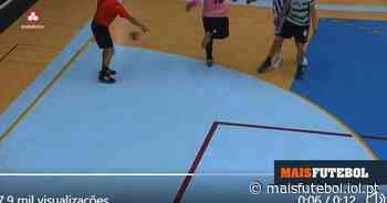 VÍDEO: calcanhar de guarda-redes do FC Porto corre mal... ao árbitro   MAISFUTEBOL - Maisfutebol