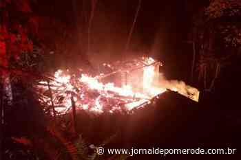 Residência é destruída por incêndio no bairro Progresso, em Blumenau - Jornal de Pomerode
