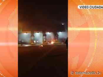 Manifestantes queman peaje en la vía Turbo – Necoclí - Telemedellín