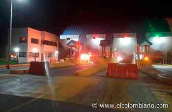 Incendiaron peaje en la vía Turbo- Necoclí - El Colombiano