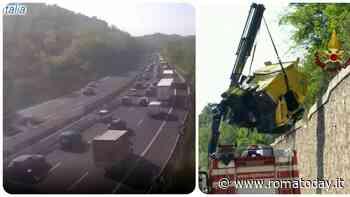 Incidente in autostrada: si scontrano due mezzi pesanti, tre feriti e code chilometriche