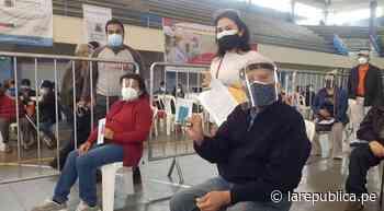 COVID-19: entregan rosas y agasajan a madres en vacunatorio de Breña - LaRepública.pe
