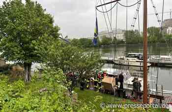 FW-F: Boot leck geschlagen - Hilfeleistungseinsatz der Feuerwehr am Wassersportclub Kaiserlei