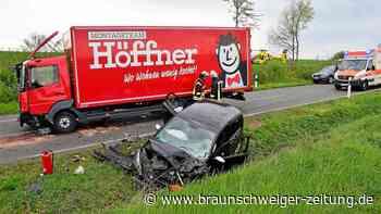 K85 bei Wehre: Auto stößt frontal mit LKW zusammen