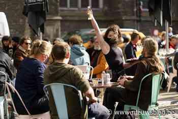 Met zijn 16.000 op het terras in Gent, maar amper boetes of incidenten - Het Nieuwsblad