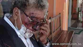 Funes, quien lanzó un tomate a Reyes Villa, es golpeado y le dan siete días de incapacidad - Opinión Bolivia