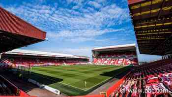 Scottish Cup: Aberdeen offer to host final to allow fans to attend - BBC News