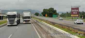 Acidente entre carro e motocicleta interdita BR-101 em Tijucas BR-101 Tijucas km 162 - Mobilidade Floripa