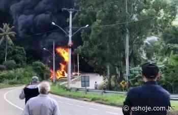 Caminhão tomba e explode na descida da serra em Afonso Claudio - ES Hoje