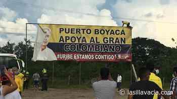 Bajaron la valla de Álvaro Uribe en Puerto Boyacá: un país rural que también cambia - La Silla Vacia