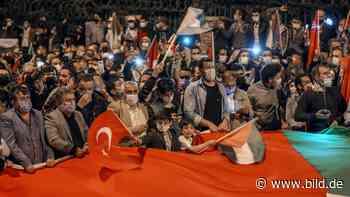 Trotz Corona-Ausgangssperre - Hass-Demo gegen Israel in Istanbul - BILD