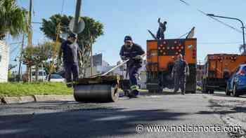 Avanzan los trabajos de bacheo y asfalto en Carapachay - noticianorte