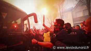 Carvin : un jeune supporter allume un fumigène chez lui pour le derby, un policier blessé - La Voix du Nord
