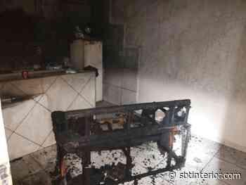 Homem é preso após incendiar sofá na casa de mulher em Castilho - SBT Interior
