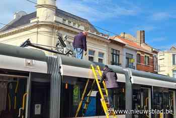 """Defecte tram blokkeert belangrijke doorgangsweg in centrum Blankenberge: """"Hinder zal lang duren"""" - Het Nieuwsblad"""