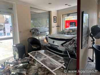 Dammarie-les-Lys : une voiture atterrit dans le salon de coiffure en présence du personnel et de clientes - Le Parisien