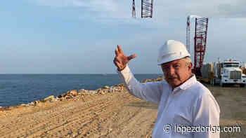 """#Video Presume López Obrador rompeolas en puerto de Salina Cruz; """"esto lo soñó Juárez"""", recuerda - López-Dóriga"""