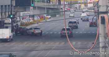Monterrey. Captan momento que patrulla impacta a auto; hay 2 heridos - Telediario Monterrey