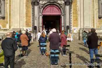Reserveren voor de mis: Gentse gelovigen vieren opnieuw samen in open lucht