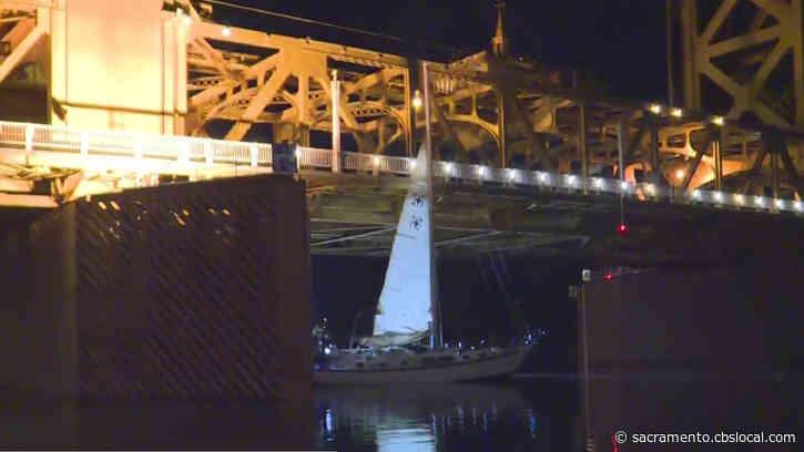 VIDEO: Man Steals Sailboat, Gets Stuck On Tower Bridge