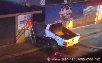 Presunto ebrio se estrella contra negocio a calles del Centro de Chignahuapan - El Sol de Puebla