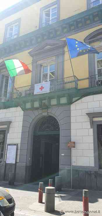 Ercolano - Esposta al Comune la Bandiera della Croce Rossa - Torrechannel.it - Torrechannel