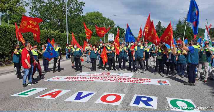 """Elica, protesta dei lavoratori contro la delocalizzazione dell'azienda in Polonia. Fiom-Cgil: """"È una vergogna"""""""