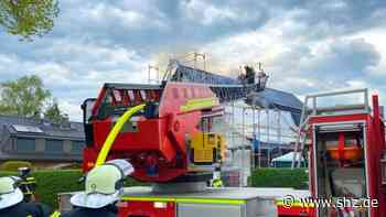 Feuerwehr Bargteheide: Dachstuhl gerät bei Sanierungsarbeiten in Brand | shz.de - shz.de