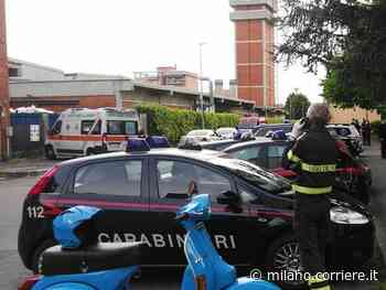 Nova Milanese, si barrica in casa ed esplode alcuni colpi di pistola: esce dopo una lunga trattativa - Corriere della Sera