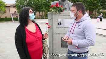 Cavriago, i comunisti donano alla figlia di Soviet una copia del ciondolo rubato - Gazzetta di Reggio