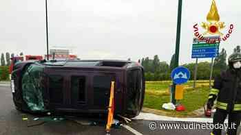 Scontro a Lignano, una monovolume Lancia si ribalta e un'Audi finisce nel fosso - UdineToday