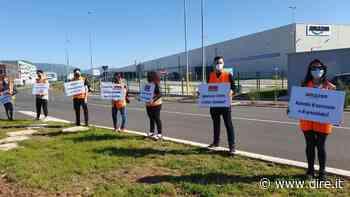 'Non siamo usa e getta': gli ex lavoratori somministrati di Amazon Colleferro in protesta - DIRE.it - Dire