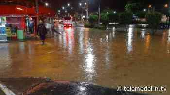 11 viviendas afectadas por desbordamiento de quebrada Marinilla - Telemedellín