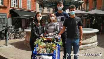 Toulouse : les étudiants invitent les passants à composer des bouquets de fleurs - ladepeche.fr