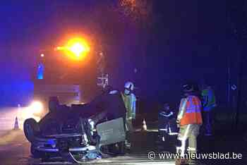 Drie gewonden na zware crash tegen elektriciteitspaal