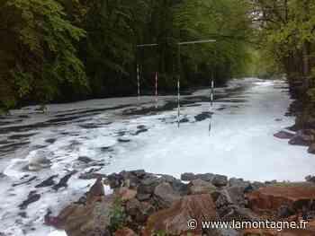 Faits divers - A Tulle, la rivière Corrèze recouverte par une mousse blanche - La Montagne