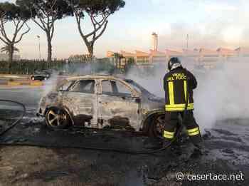 MARCIANISE. LE FOTO. Auto in fiamme, conducente salvo in extremis: decisivo l'intervento dei vigili del fuoco - CasertaCE