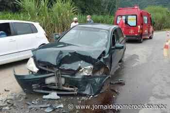 Dois carros batem de frente no bairro Rio da Luz, em Jaraguá do Sul - Jornal de Pomerode