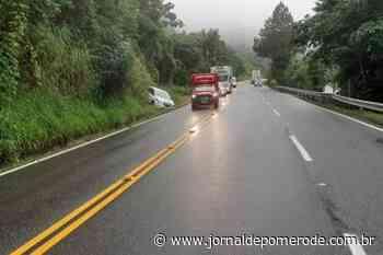 Saída de pista é registrada na serra que liga Pomerode a Jaraguá do Sul - Jornal de Pomerode