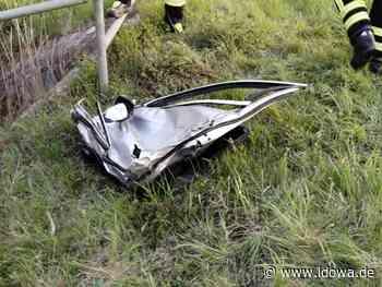 Unfall bei Landau an der Isar - Autofahrer (20) nach Vorfahrtsverstoß in Lebensgefahr - idowa