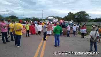 Permanece el plantón en la vía Barrancas – Papayal - Diario del Norte.net