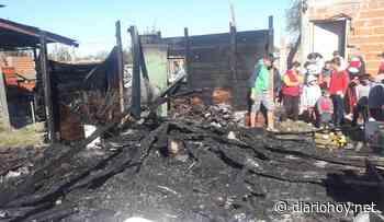 Otra vez los Bomberos llegaron tarde al barrio Las Rosas - Diario Hoy