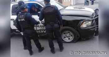 Mujer se pasa alto y se impacta contra patrulla de Guadalupe - Telediario Monterrey