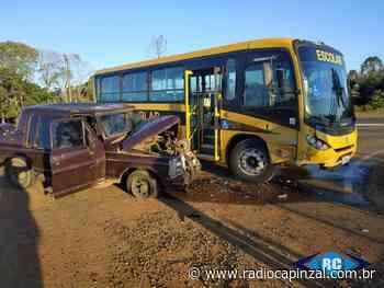 Colisão envolveu camionete e ônibus escolar no Contorno Viário de Capinzal - Rádio Capinzal